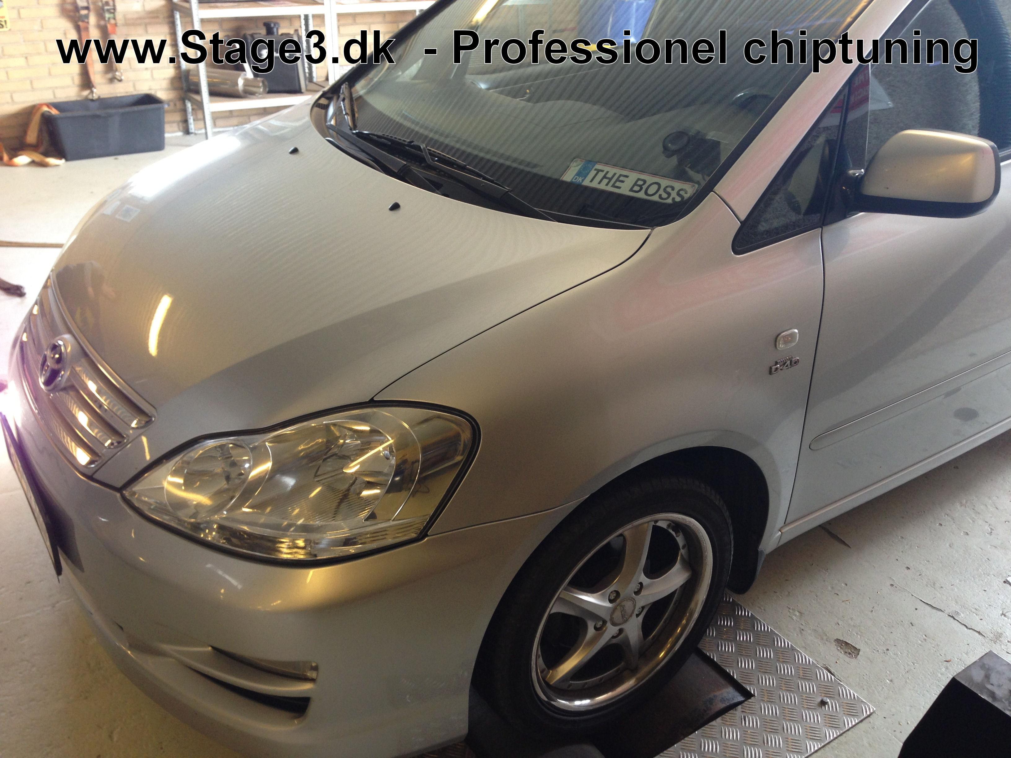 Toyta Sportsvan 2.0 D4D 2004 (1)