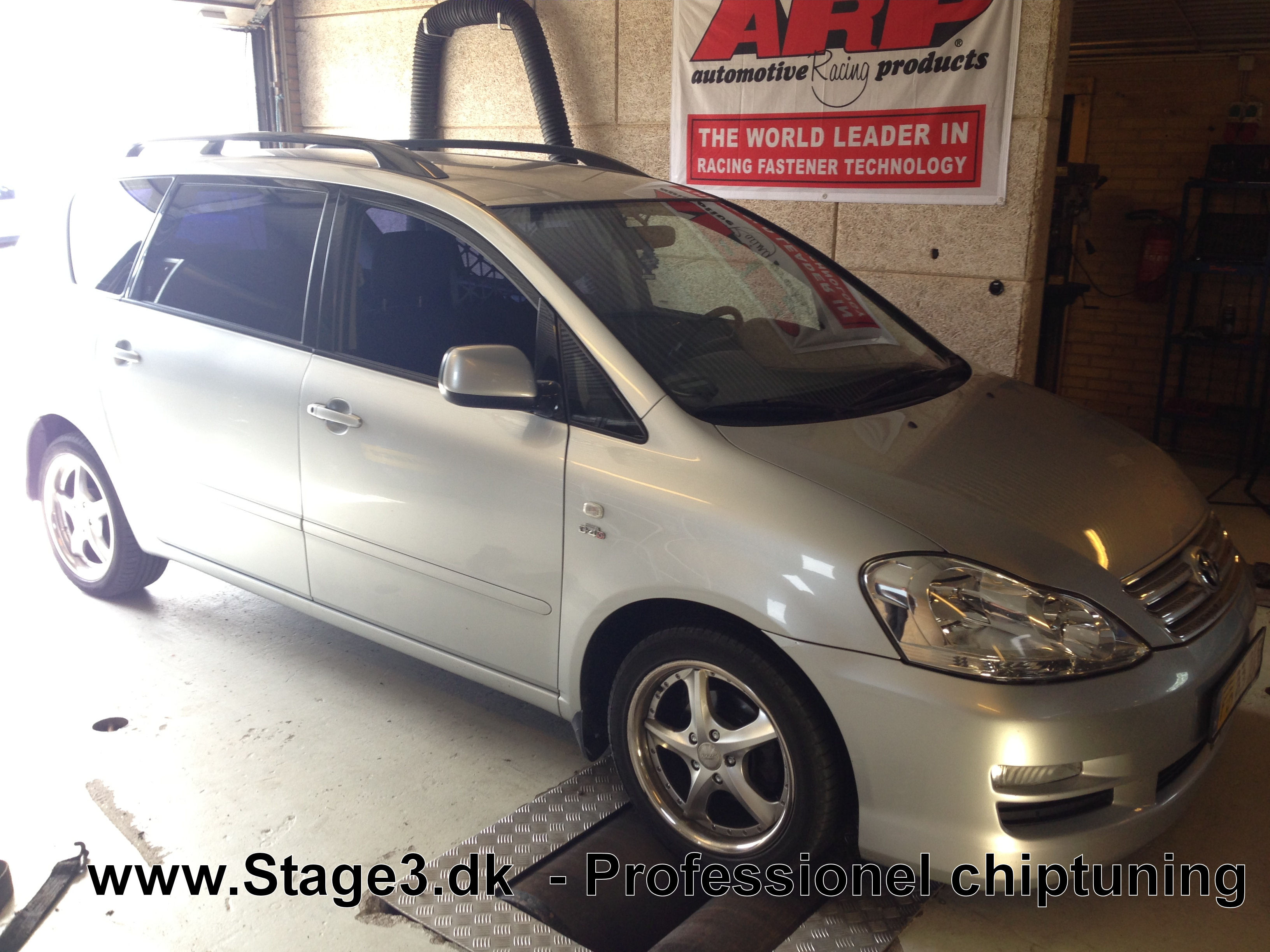 Toyta Sportsvan 2.0 D4D 2004 (2)