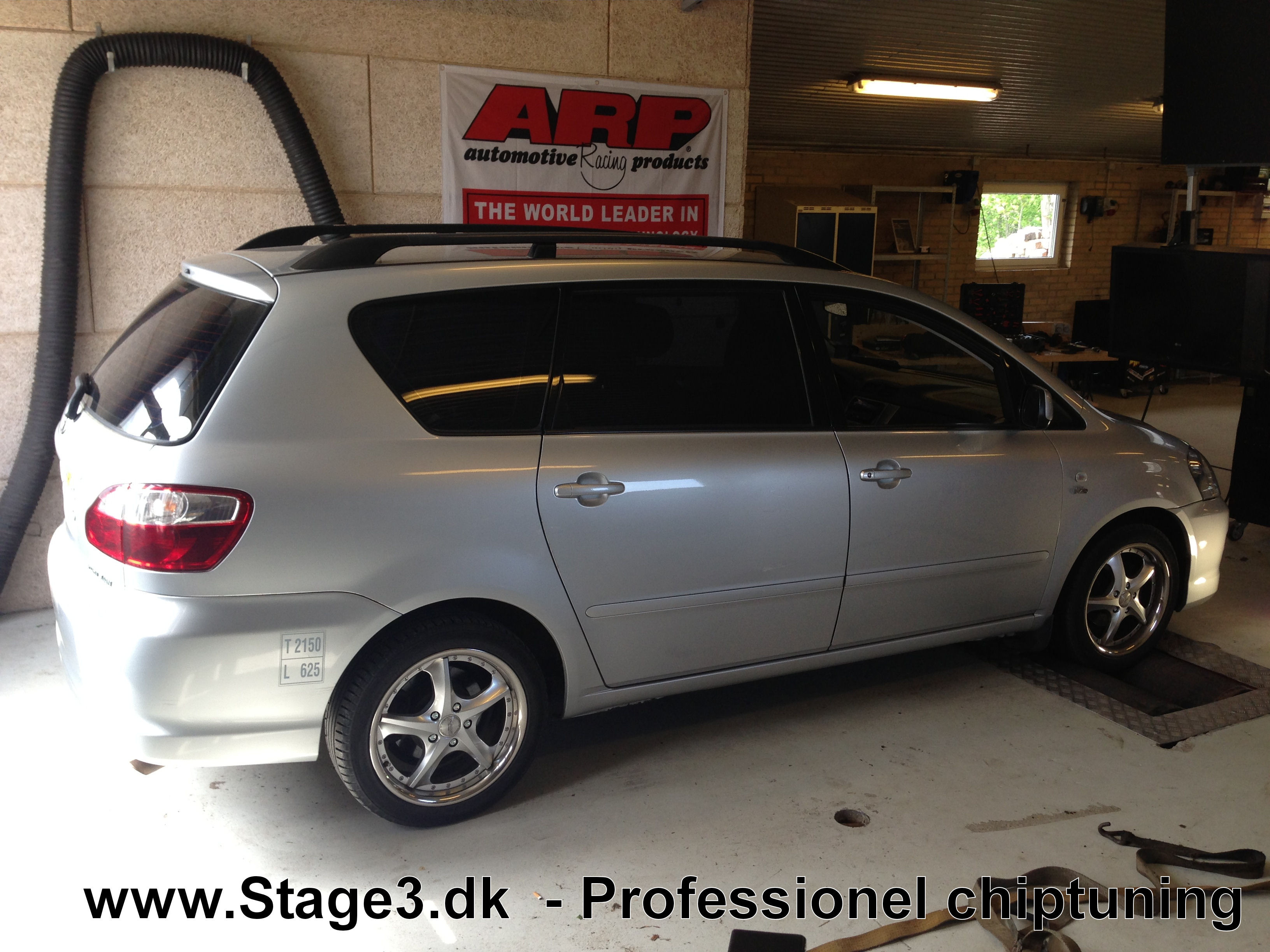 Toyta Sportsvan 2.0 D4D 2004 (3)