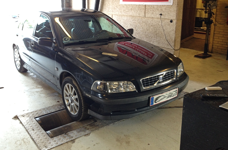 Volvo S40 1.9TD (2)