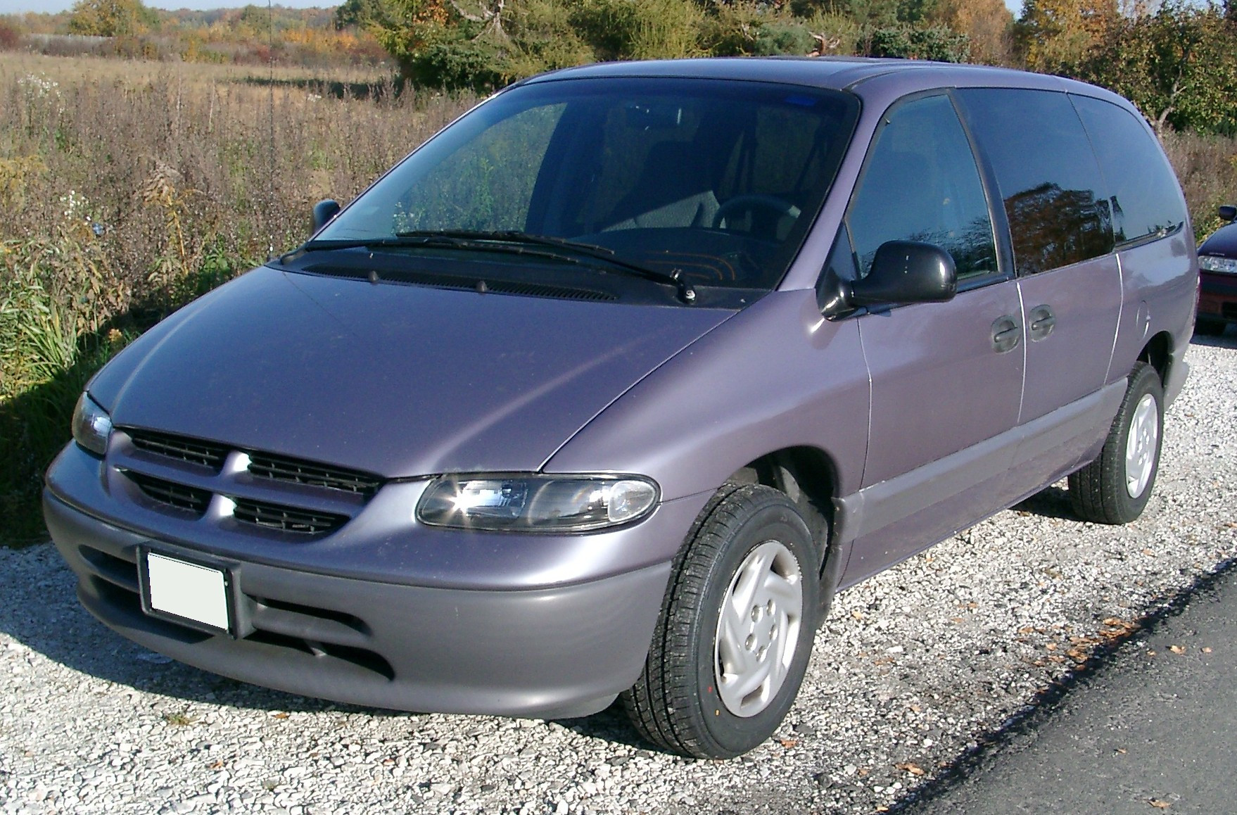 Chrysler_Voyager_front
